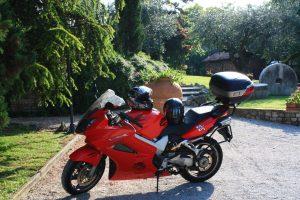 La moto de Gerasimo en mission pour les meilleures vacances à moto